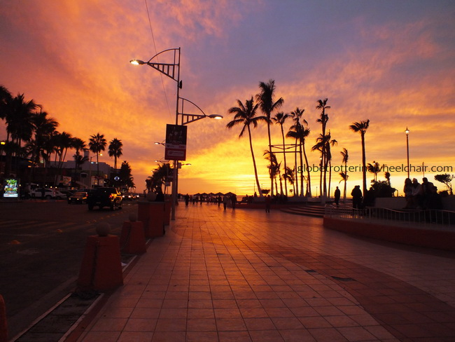 sunset at the Malecón in La Paz in Mexico © curiousKester.com | Kirsten K. Kester